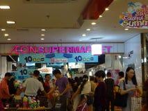 Shenzhen, China: actividad de la promoción de ventas del supermercado del eón Imagen de archivo libre de regalías