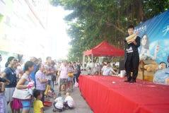 Shenzhen, China: actividades promocionales de la demostración mágica Imagen de archivo