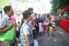 Shenzhen, China: actividades promocionales de la demostración mágica Fotografía de archivo