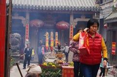 Shenzhen, China: adoración Buda del templo Imágenes de archivo libres de regalías