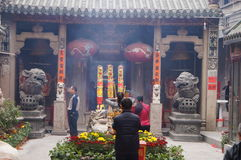 Shenzhen, China: adoración Buda del templo Fotografía de archivo libre de regalías