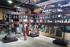 Shenzhen, China: alte Musikinstrumente der Glocken der Zeit der streitenden Reiche Stockbild