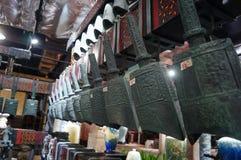 Shenzhen, China: alte Musikinstrumente der Glocken der Zeit der streitenden Reiche Lizenzfreies Stockbild