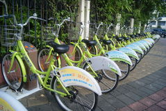 Shenzhen, China: arrendamento da bicicleta Imagens de Stock Royalty Free
