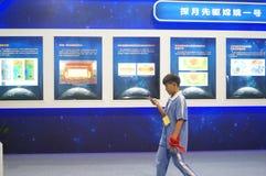 Shenzhen, China: Atividades lunares chinesas da semana da conscientização da ciência do programa de exploração Imagem de Stock