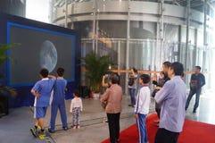 Shenzhen, China: Atividades lunares chinesas da semana da conscientização da ciência do programa de exploração Imagens de Stock