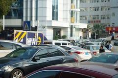 Shenzhen, China: Bürgersteig parkte das Auto Stockbild