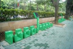 Shenzhen, China: Bürgersteigsfahrradanlagen Lizenzfreies Stockfoto