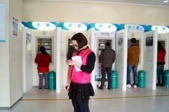 Shenzhen, China: Bank ATM-Maschinenzugang Lizenzfreie Stockbilder