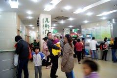 Shenzhen China: baoan moederschap en kinderverzorgingcen Stock Fotografie