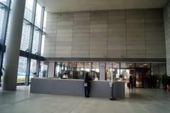 Binnenlandse architectuur van een moderne bibliotheek stock foto 39 s afbeelding 24306833 - Moderne bibliotheek ...