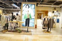 Shenzhen, China: Bekleidungsgeschäft-Innenraumlandschaft Lizenzfreie Stockfotografie