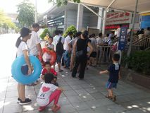 Shenzhen, China: boys and girls go to the swimming pool to buy tickets and go swimming Stock Photo