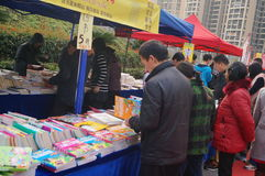 Shenzhen, China: buy books. Shenzhen Baoan Shopping Festival, people in the purchase of books Royalty Free Stock Image