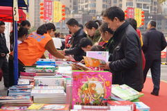 Shenzhen, China: buy books. Shenzhen Baoan Shopping Festival, people in the purchase of books Royalty Free Stock Photo