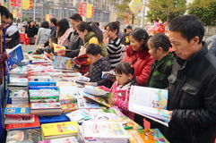 Shenzhen, China: buy books Stock Images