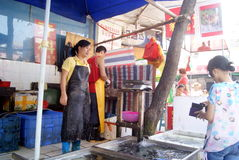 Shenzhen china: buy fish in the seafood market fish stall Stock Image