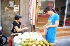 Shenzhen, China: buy fruit Stock Photography