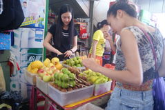 Shenzhen, China: buy fruit Royalty Free Stock Photography