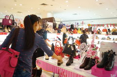 Shenzhen, China: buy shoes in shopping malls Stock Photo