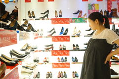 Shenzhen, China: buy shoes in shopping malls Royalty Free Stock Image