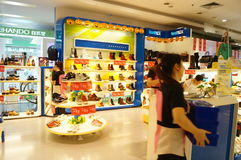 Shenzhen, China: buy shoes in shopping malls Stock Photos