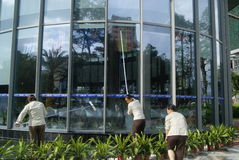 Shenzhen, China: cleaners in cleaning the glass Royalty Free Stock Photos