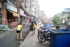 Shenzhen, China: cleaning the streets Stock Photography