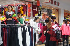 Shenzhen, China: clothing sales and purchase Stock Photos
