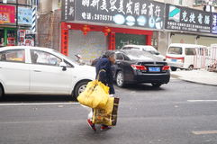 Shenzhen, China: collecting scrap older women Stock Images