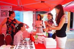 Shenzhen, China: de bevorderingsactiviteiten van het cakemerk Stock Foto's