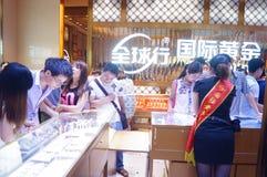 Shenzhen, China: de opslag promotieactiviteiten van jadejuwelen Stock Afbeeldingen
