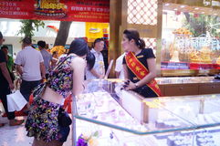 Shenzhen, China: de opslag promotieactiviteiten van jadejuwelen Royalty-vrije Stock Afbeeldingen