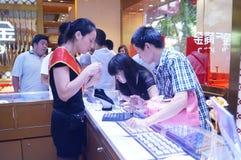 Shenzhen, China: de opslag promotieactiviteiten van jadejuwelen Stock Foto's