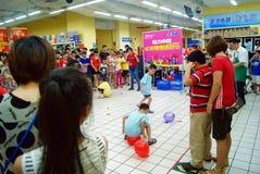 Shenzhen China: de spelen van de familiepret Royalty-vrije Stock Afbeeldingen