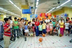 Shenzhen China: de spelen van de familiepret Royalty-vrije Stock Fotografie