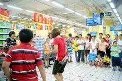 Shenzhen China: de spelen van de familiepret Stock Afbeelding