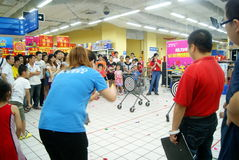 Shenzhen China: de spelen van de familiepret Stock Afbeeldingen