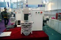 Shenzhen, China: de verkoop van de het materiaaltentoonstelling van verwerkingsjuwelen stock afbeelding