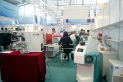 Shenzhen, China: de verkoop van de het materiaaltentoonstelling van verwerkingsjuwelen stock foto