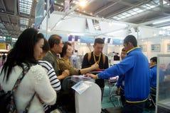 Shenzhen, China: de verkoop van de het materiaaltentoonstelling van verwerkingsjuwelen royalty-vrije stock fotografie