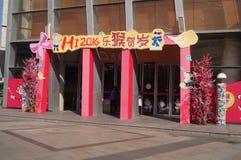 Shenzhen, China: Decoración china del Año Nuevo en la alameda Imágenes de archivo libres de regalías