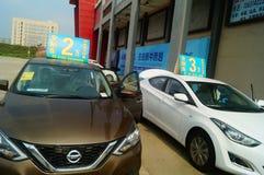 Shenzhen, China: demandas de publicidad de las ventas autos que el nuevo coche será solamente 20 mil yuan a conducir a casa Imagenes de archivo