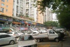 Shenzhen, China: der Bürgersteig stoppte viele Autos Lizenzfreie Stockbilder