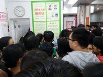 Shenzhen, China: der Supermarkt, der voll von RMB 60 Yuan, mit der UnionPay-Geldbörse kauft, kann Rabatt des Yuan RMB erhalten 30 Lizenzfreies Stockbild