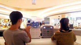 Shenzhen, China: distribución de instalaciones de carga para facilitar a los visitantes públicos que cargan los teléfonos móviles Imágenes de archivo libres de regalías