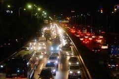 Shenzhen, China: el paisaje del tráfico del camino del nacional 107 en la noche Foto de archivo libre de regalías