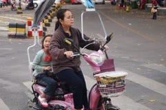 Shenzhen, China: elektrische bemande fiets Stock Afbeeldingen