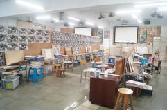 Shenzhen, China: estudiantes de la High School secundaria que pintan el estudio Fotos de archivo