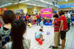 Shenzhen china: family fun games. July 28, 2012, shenzhen xixiang wal-mart family fun games held, attracted broad consumer family to participate in the event Royalty Free Stock Images
